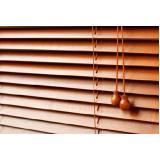 persiana em madeira